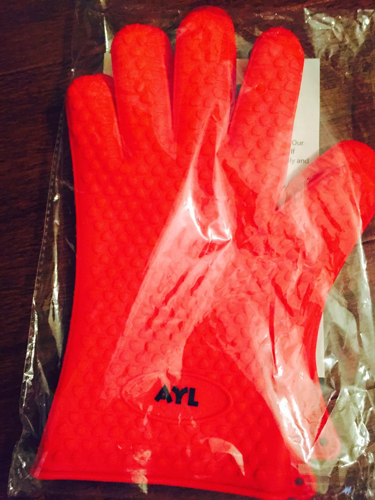 red-gloves-for-taking-stuff-out-of-the-oven