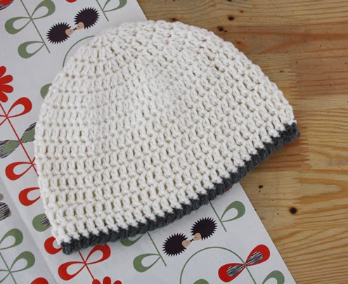 Womens beanie crochet tutorial - Happy in Red
