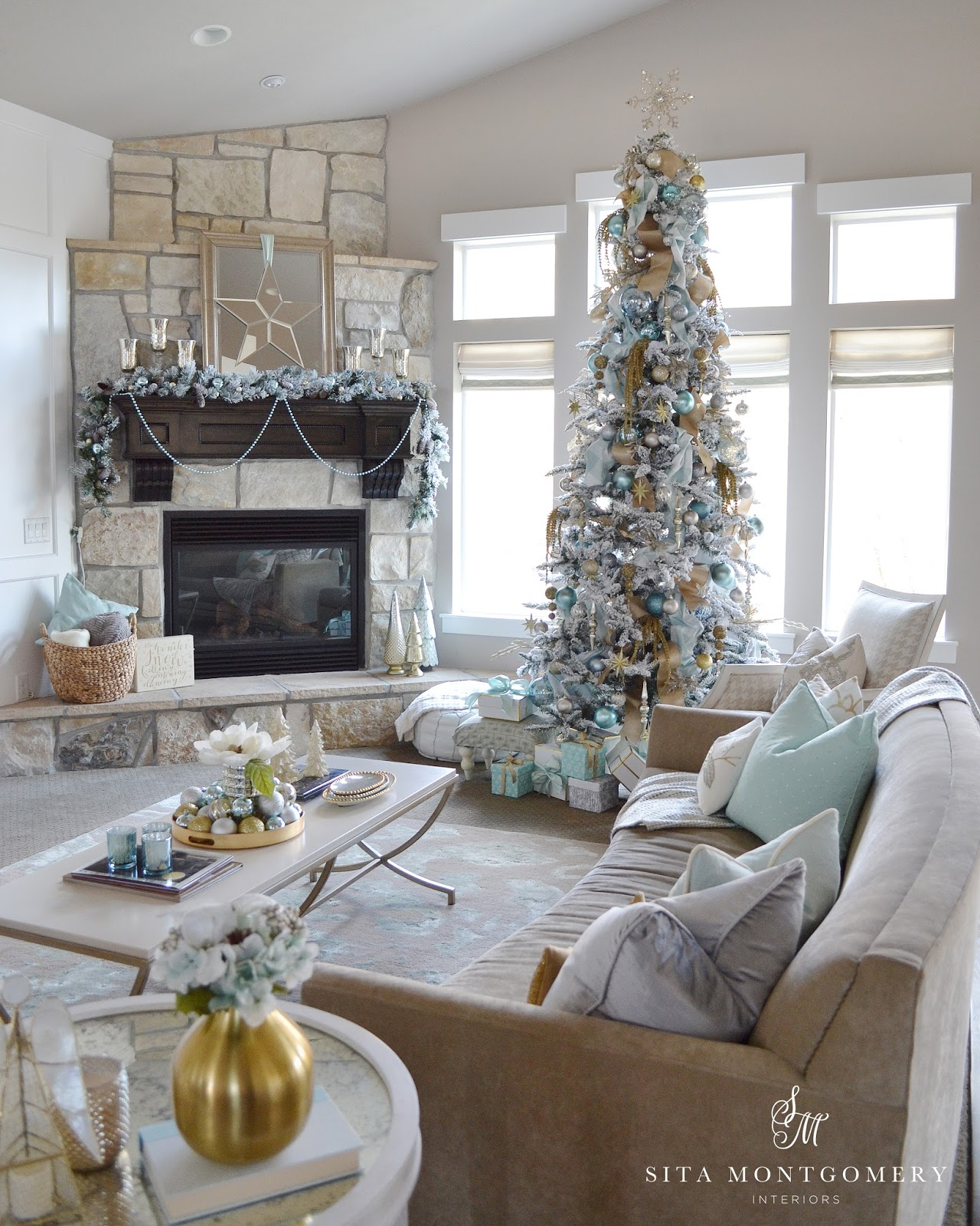 My holiday home 2015 sita montgomery interiors - Living room decorated for christmas ...