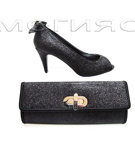 Черни блестящи обувки и чанта плик