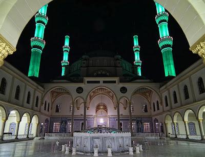 menara-masjid-nizamiye-darussalam-oku-selatan