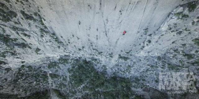Pria Ini Mampu Panjat Tebing 457 Meter Dengan Tangan Kosong