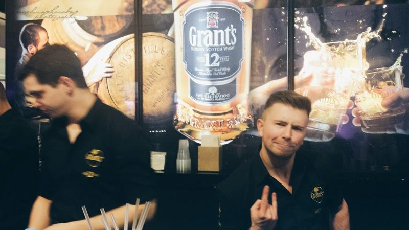 Blogowigilia 2014, kosmetyczka, stadion narodowy, Warszawa, grant's, whisky, barmani, przystojny barman