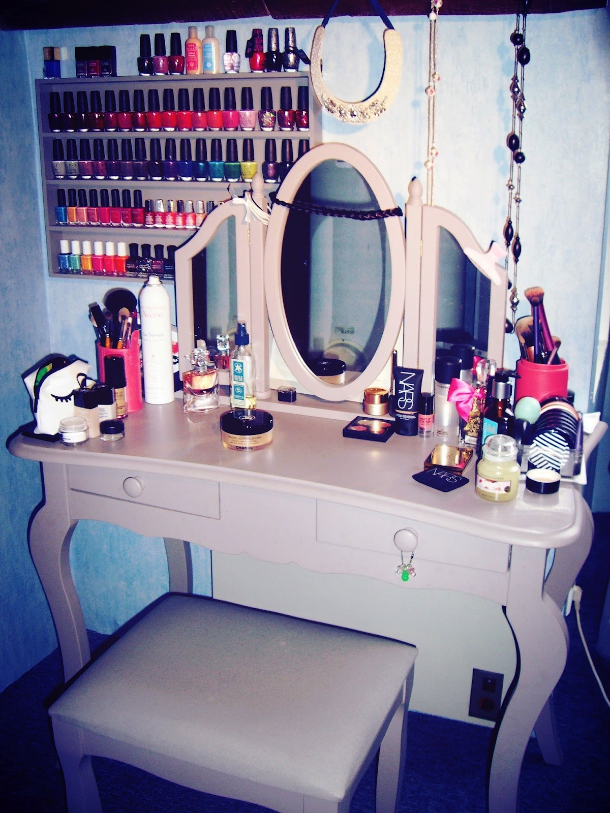 addictions beauty blog mon rangement make up vernis accesoires. Black Bedroom Furniture Sets. Home Design Ideas
