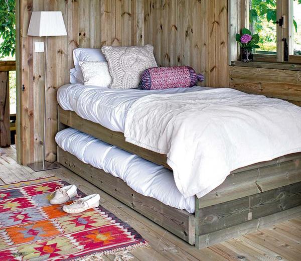 Dormitorio infantil -cabaña de madera pequeña-cama nido para niños de madera rustica