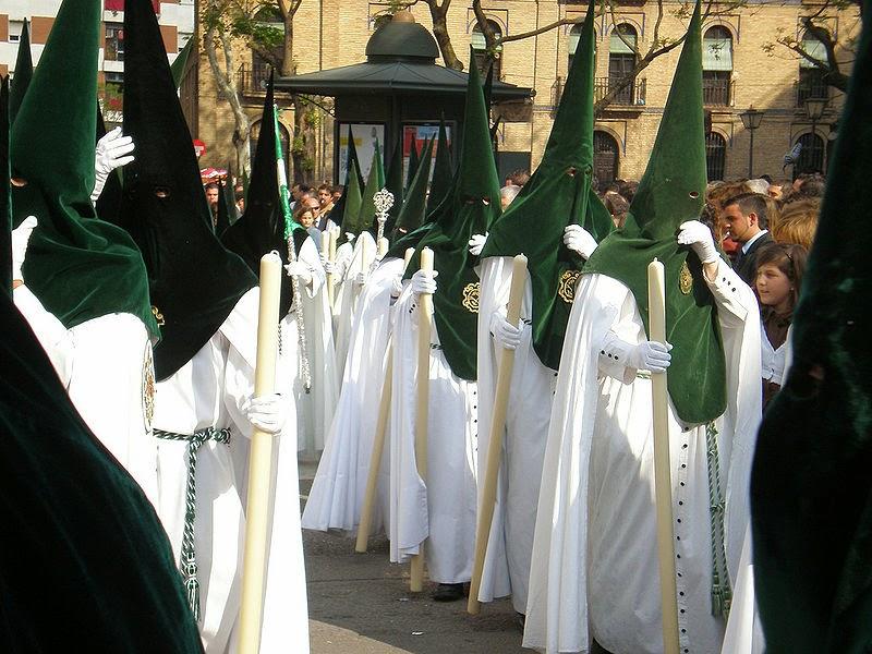 nazarenos portando velas