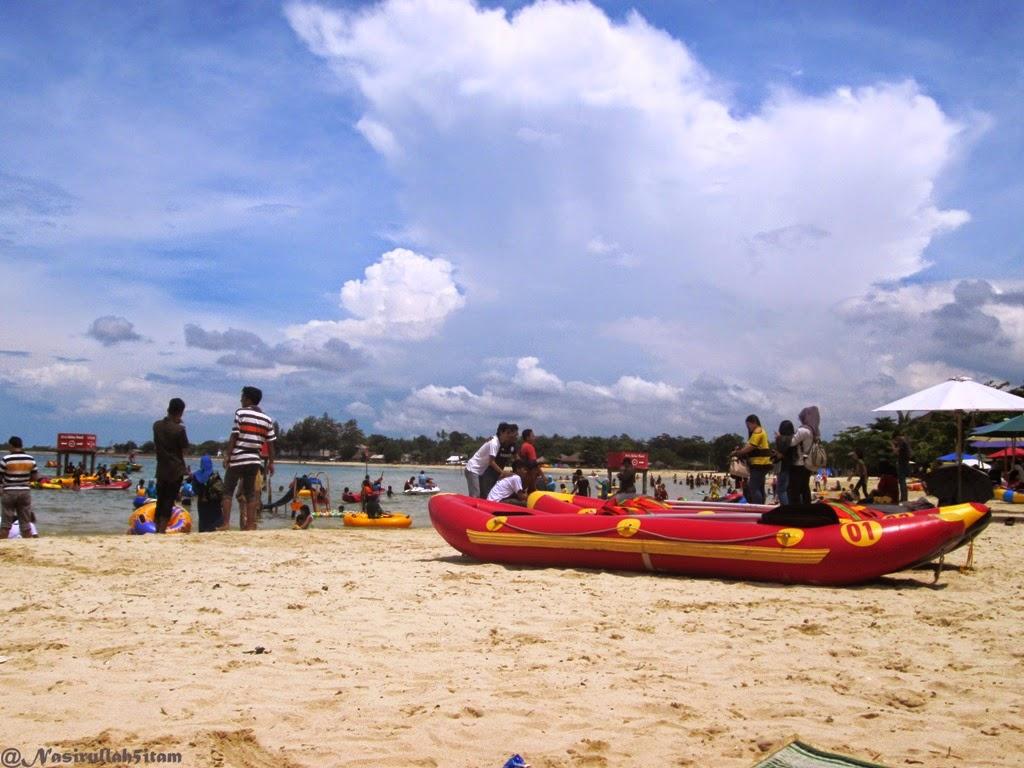 Suasana pantai Bandengan, Jepara saat akhir pekan