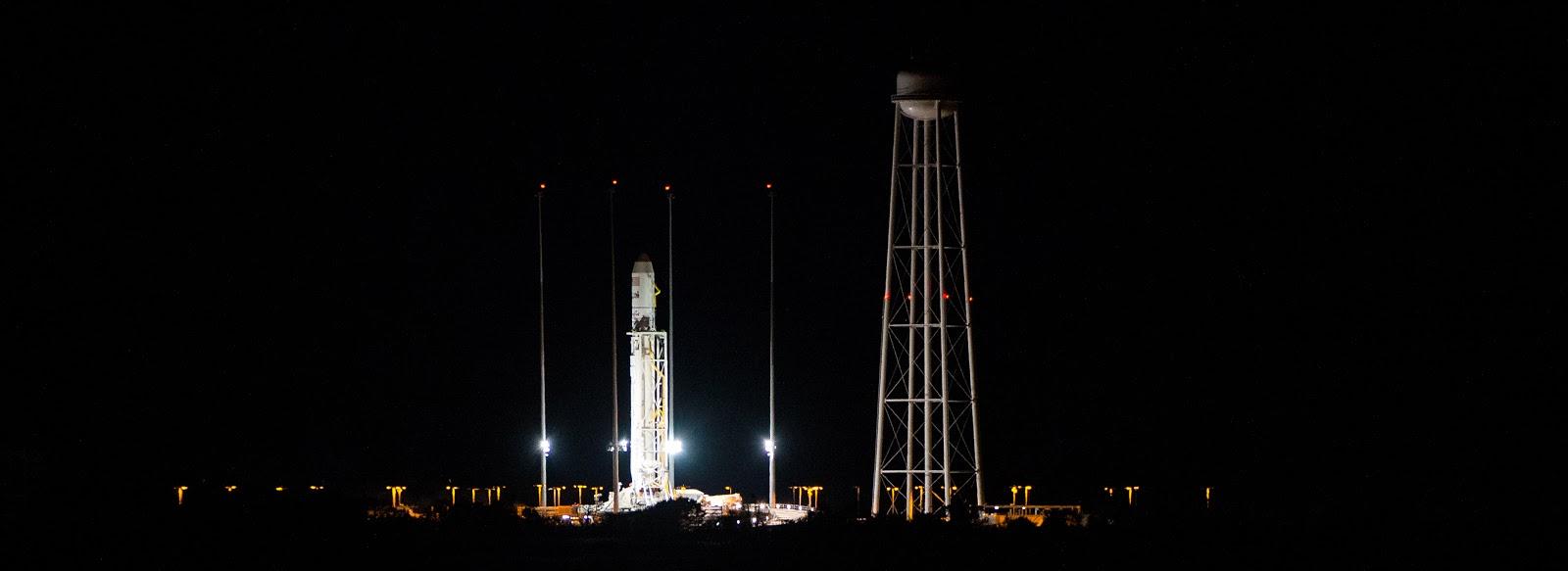 Chuẩn bị cho chuyến bay vào nửa đêm 25/10/2014. Bản quyền hình ảnh : NASA/Joel Kowsky.