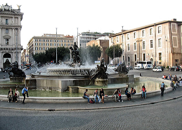 Rome fountain della Repubblica