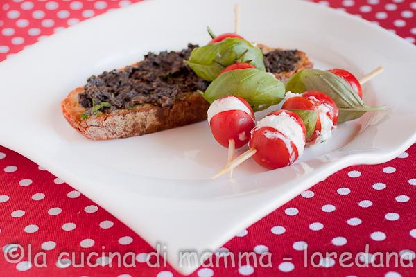 La cucina di mamma spiedini di pomodorini con bruschetta un primo premio a una squadre e - Giornali di cucina ...