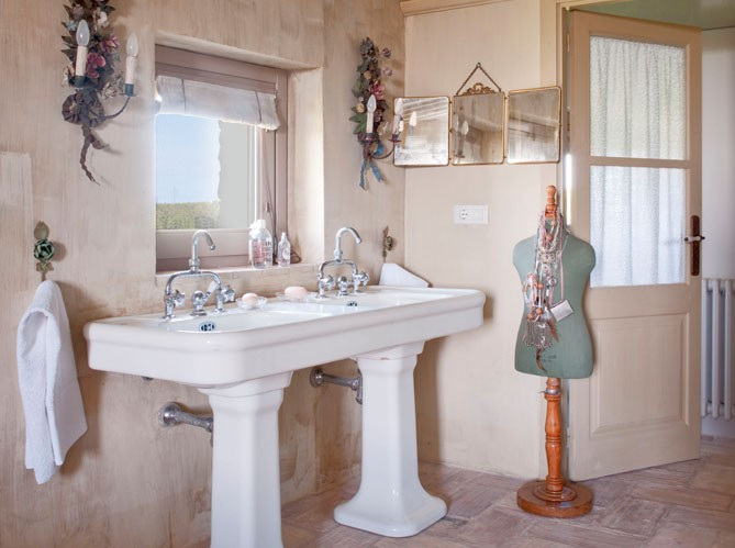 Ticking and toile yummy french inspiration for you for Toile salle de bain