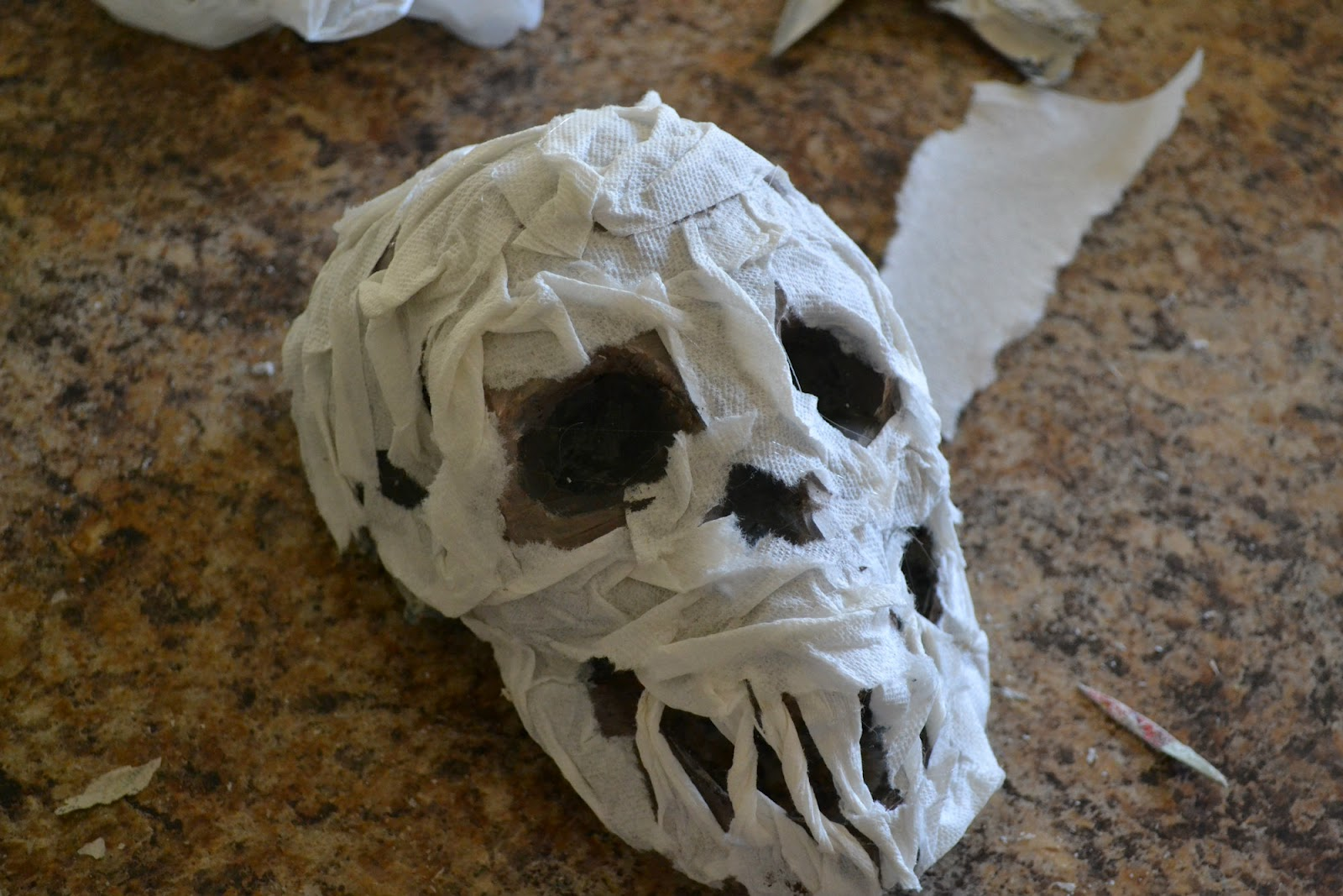 Bellapia designs paper mache skull of skeleton part 1 for Things made out of paper mache
