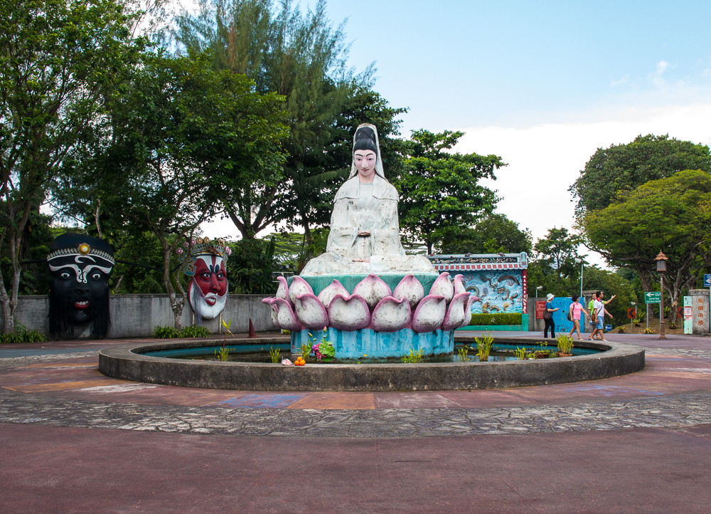 guan yin statue at haw paw villa theme park in singapore