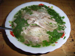 Phở bò nạm gầu (beef noodle soup)
