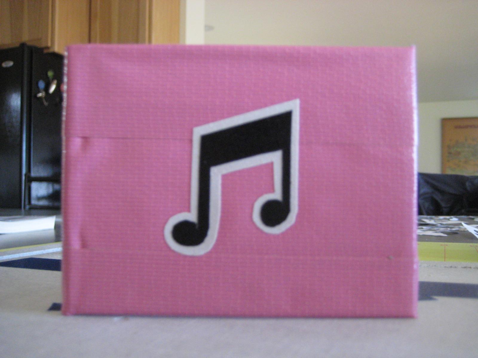 http://1.bp.blogspot.com/-X92vwaDwGiU/T38h4h4w7EI/AAAAAAAADoo/Tvuj_4VFj9k/s1600/music-notes-duct-tape-wallet.JPG