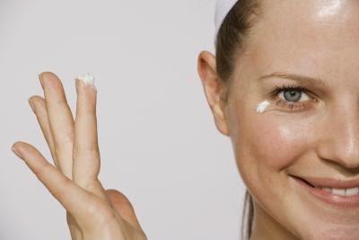 10 Faktor Penyebab Wajah Berminyak