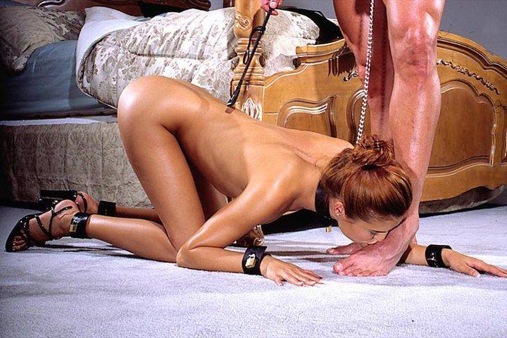 ФутФетиш не только женское преимущество Эта рабыня замечательно демонстриру