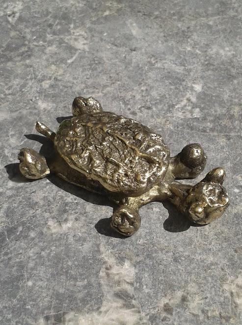 Tortue en bronze (P.U 8cm)