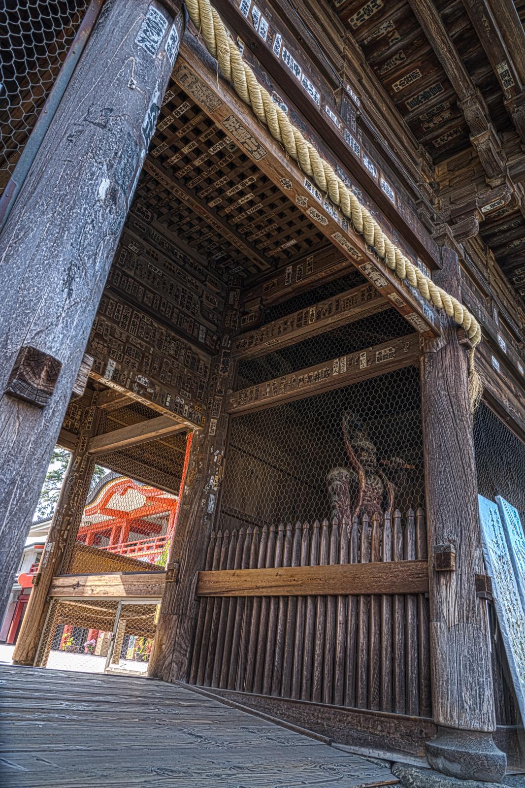 仁王門のHDR写真