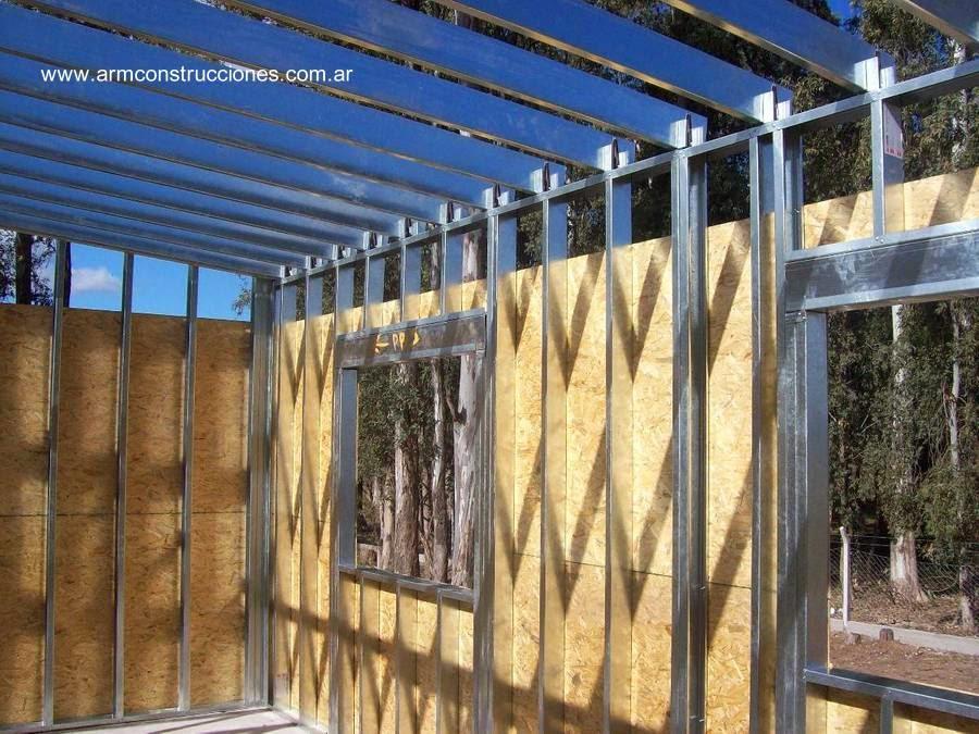 Casa económica de metal ligero en construcción