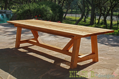 Diy une table de jardin en bois initiales gg for Table exterieur diy