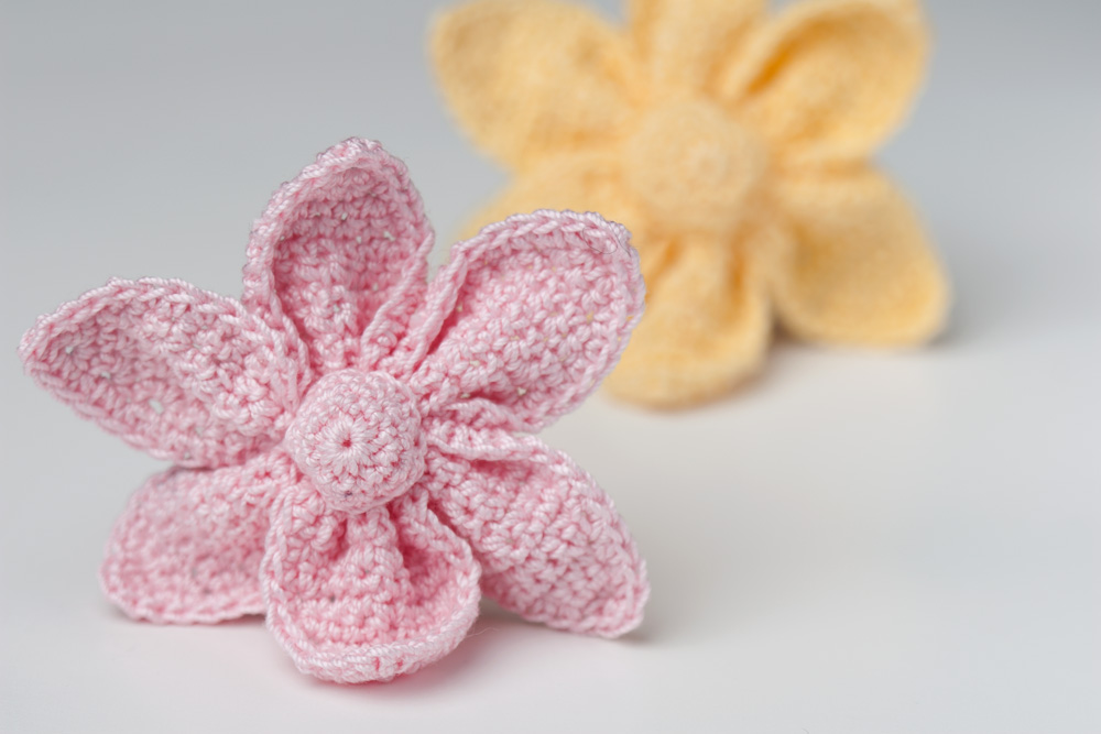 Crochet Flower Pattern Small : Tiny Crochet Flower