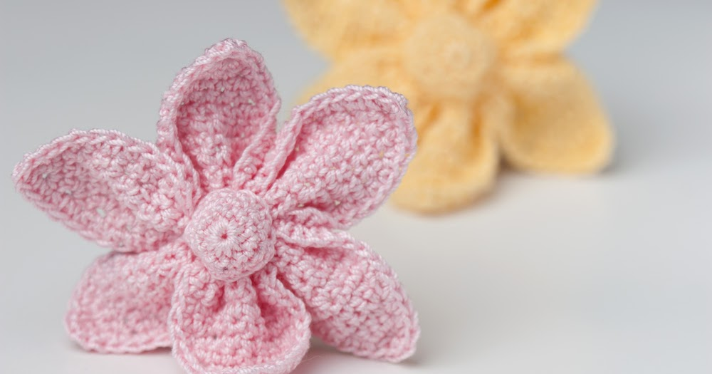 Yarn Twist: Crochet Cute Little Flower - Free Pattern