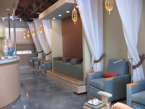Nail salon design ideas how to design a nail salon for Salon decor