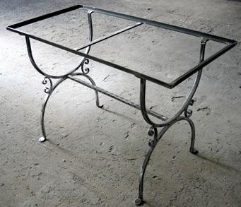 La bottega dell 39 artista tavoli in ceramica for Tavoli in ferro battuto