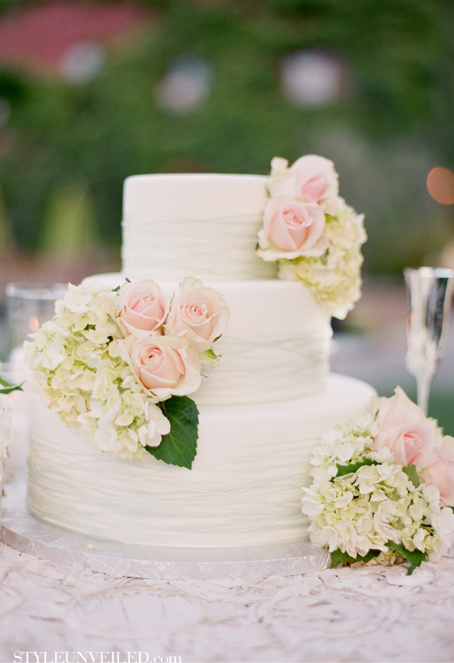 All White Wedding Cakes Belle The Magazine