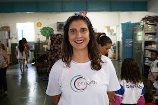 A atriz e arte-educadora Priscila Fialho conta como se deu a parceria entre o grupo Ecoarte e a ONG Waves For Water