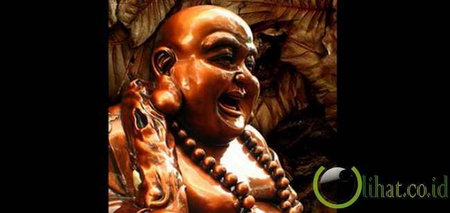 Patung Buddha tertawa