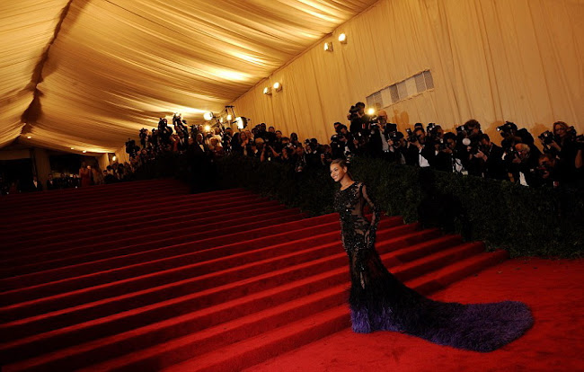 Beyonce look like a peacock at the 2012 Costume Institute Gala