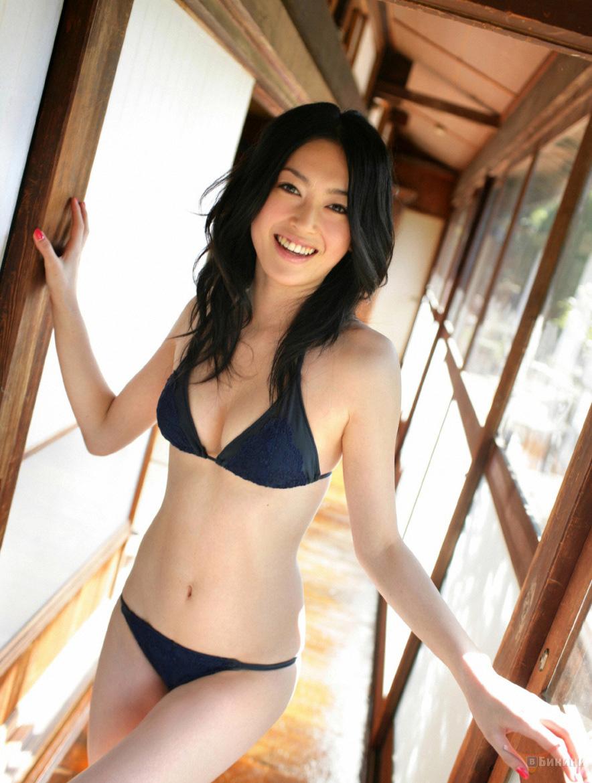 Японочки в бикини 13 фотография
