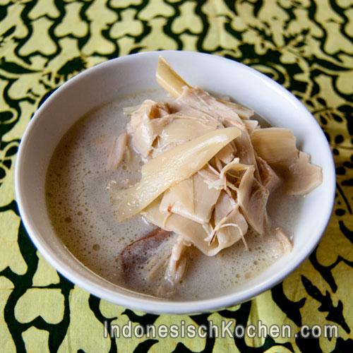 Bananenblüte in Kokosmilch indonesisch kochen suppe