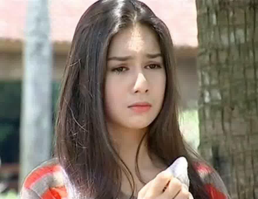 model rambut panjang ala artis indonesia