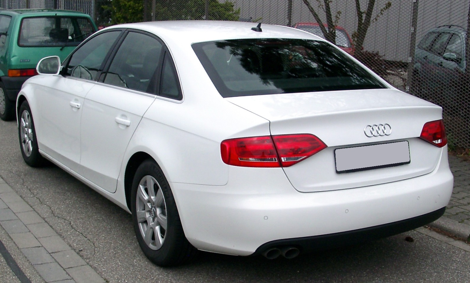 http://1.bp.blogspot.com/-XBTb3Vl9IAc/UTtXB1vCzDI/AAAAAAAAAo0/cSP0832pEww/s1600/Audi_A4_B8_rear_20080414.jpg