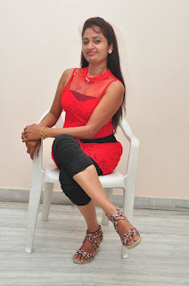 Kaveri Glam pics at Andala chandamama 033.jpg