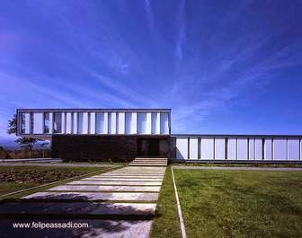 Casa minimalista volada