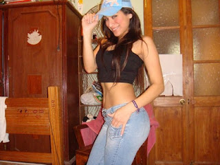Dar Kot Pantolonlu Kızlar (Sıcak)