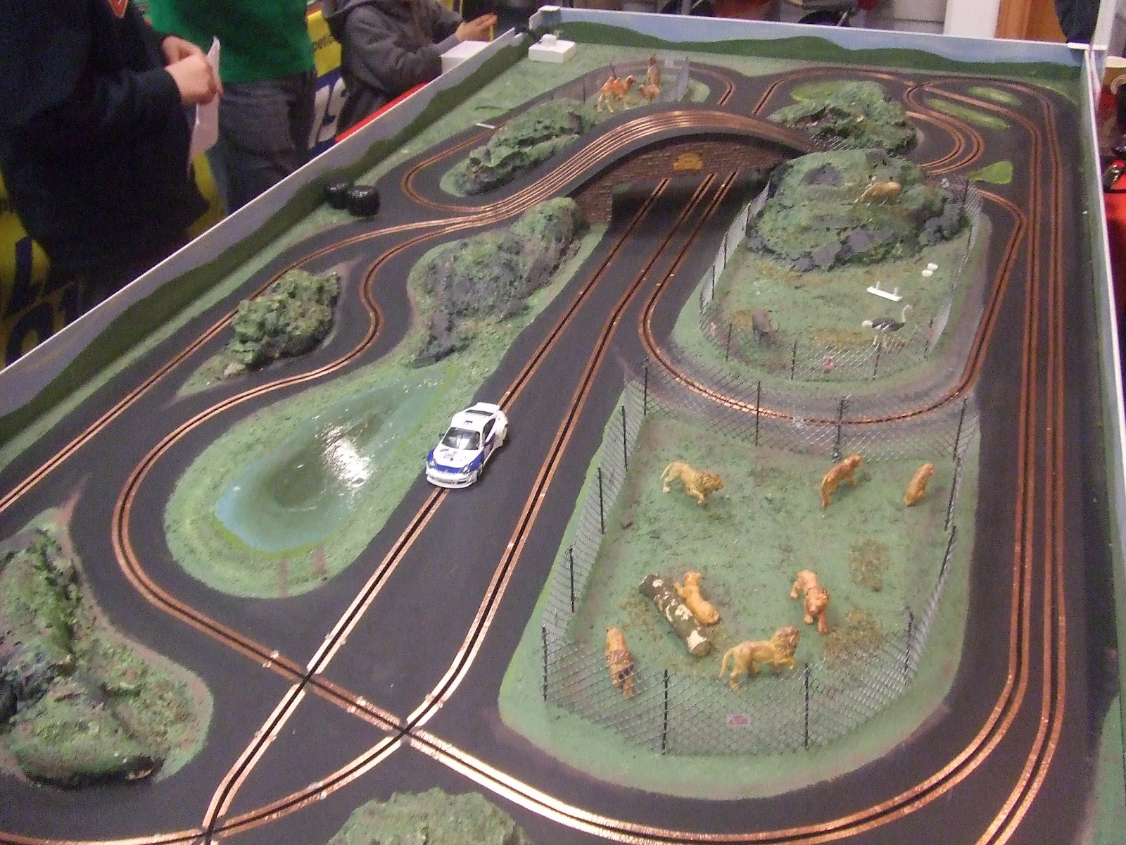 how to make scalextric scenery