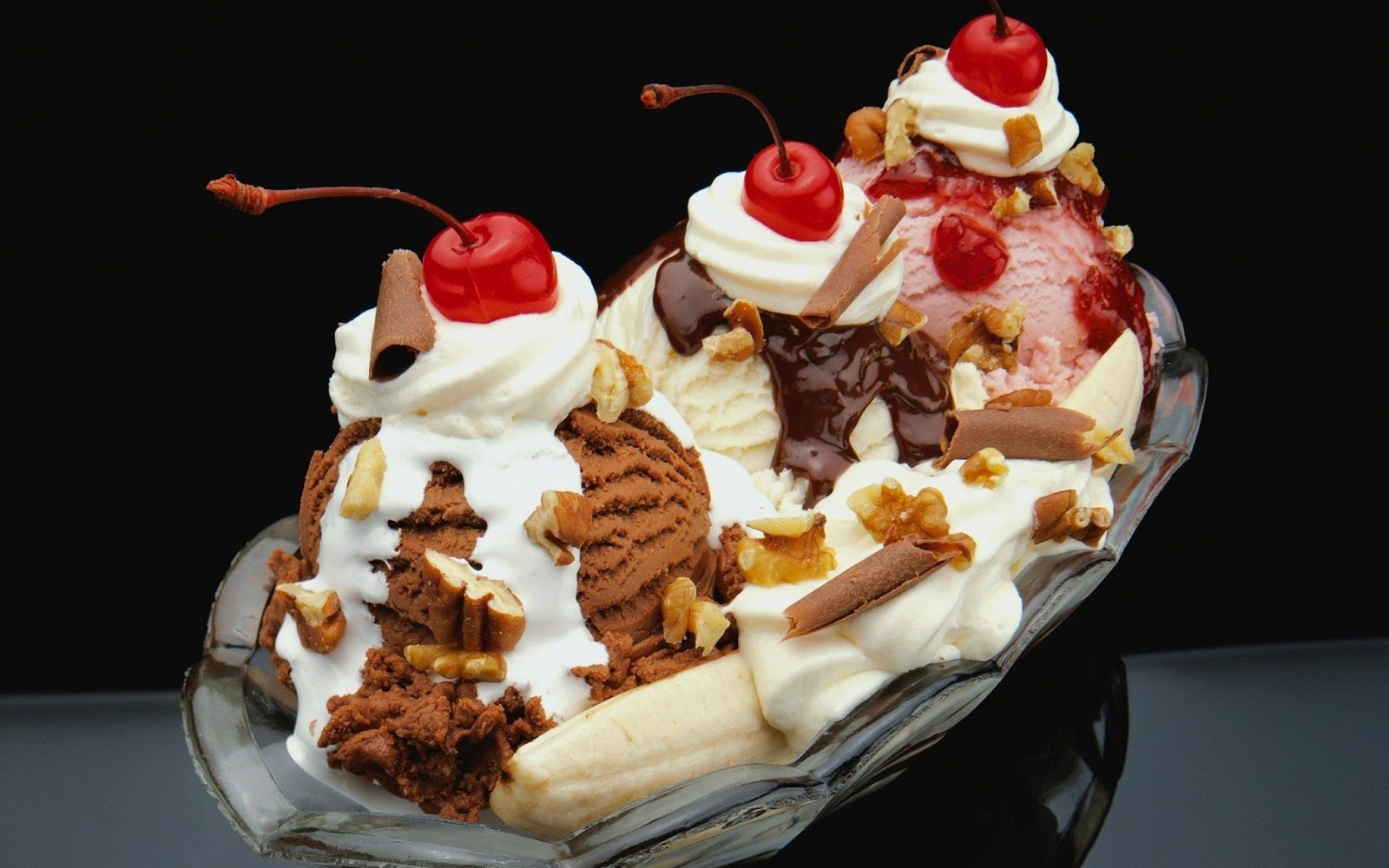 How to make the banana split banana boat health care for American cuisine desserts