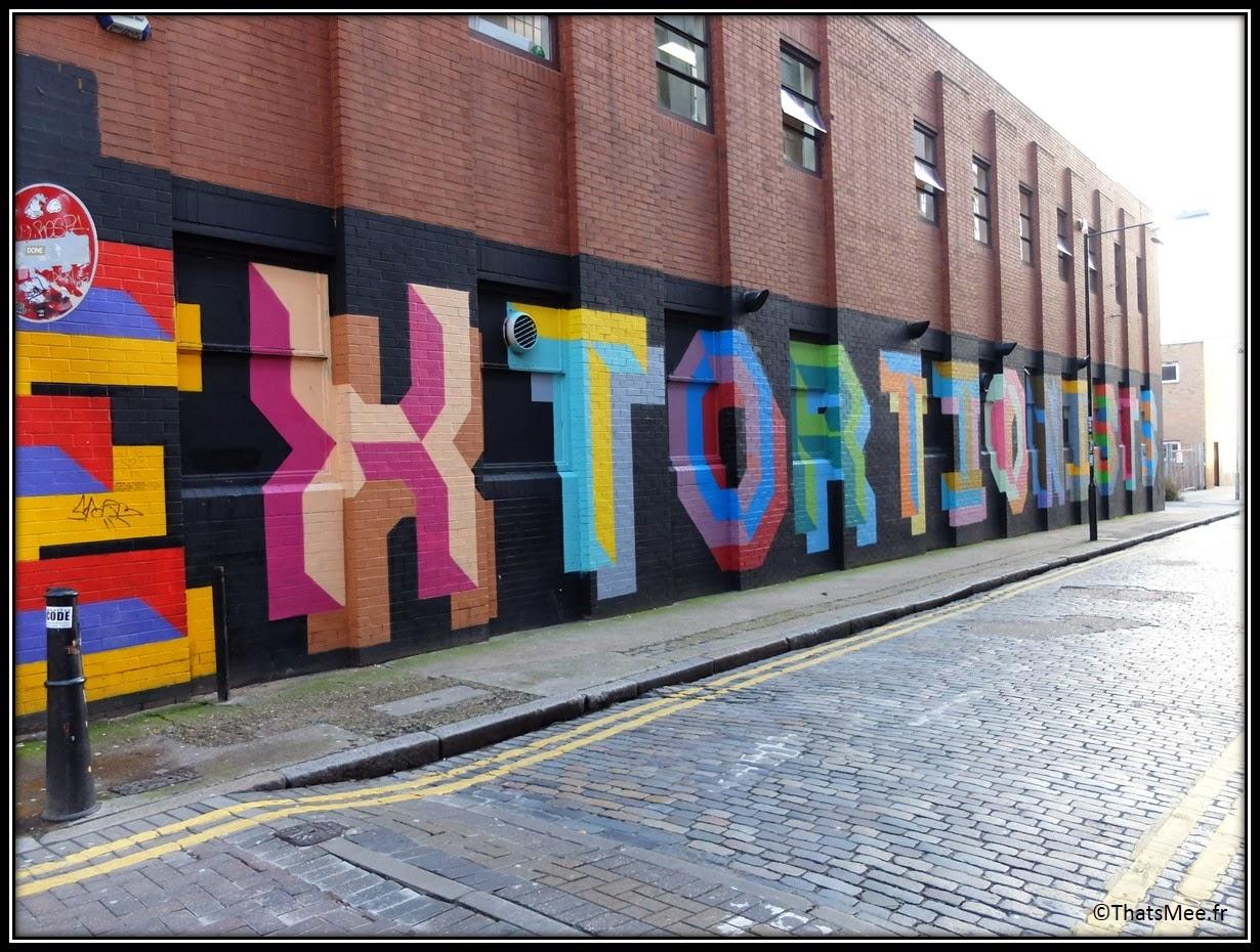 Street Art Londres Shoredicth East London Brick Lane Extorsion mur en briques