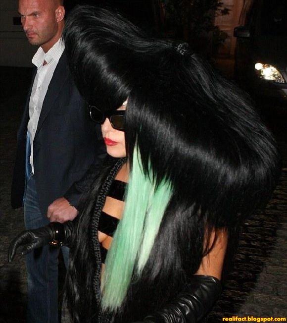 Pakaian Seronok Dan Unik Lady Gaga