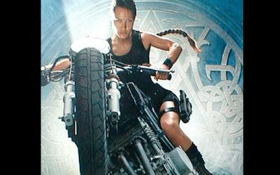 'Tomb Rider - A Origem da Vida' (2003) Moto: Yamaha TRX 850 Atriz: Angelina Jolie