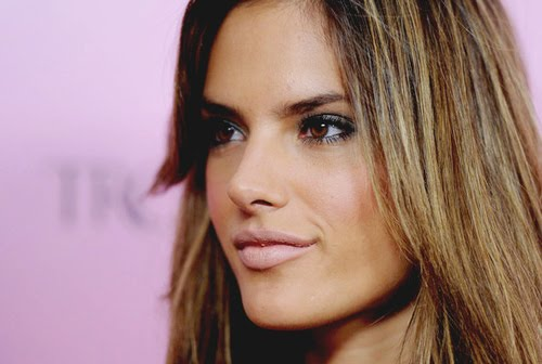 DIY Alessandra Ambrosio's Smokey Eye make up