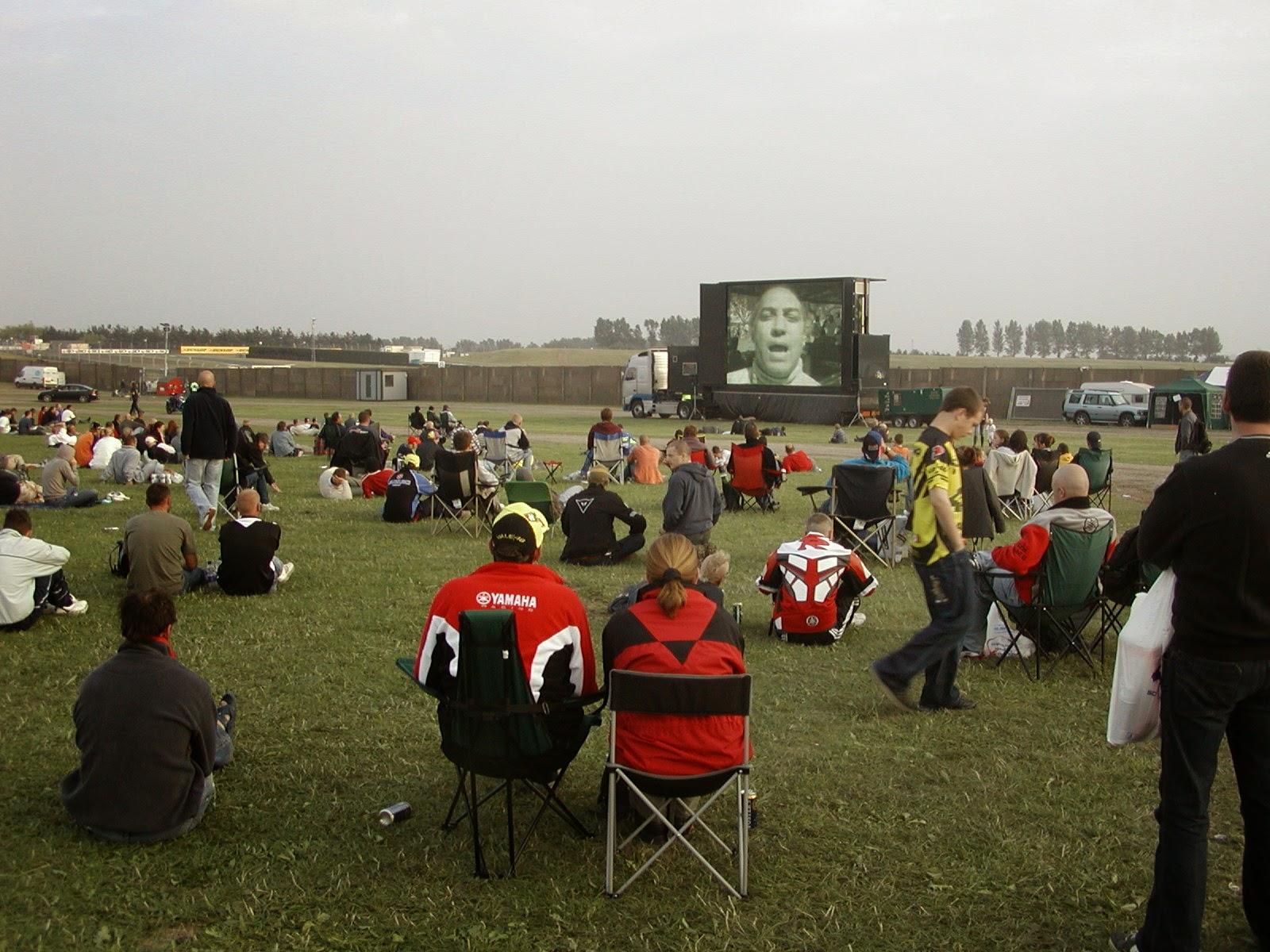 pantalla en el camping de Donington Park
