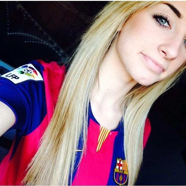 sexy-girls-in-barcelona-jerseys