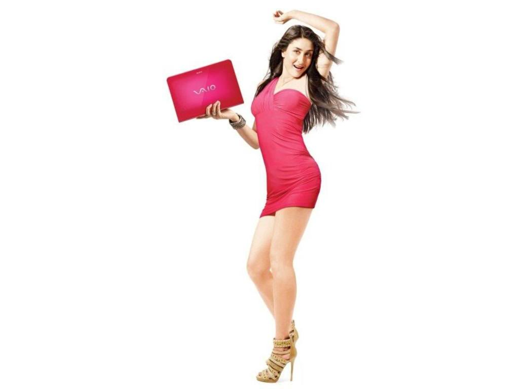 http://1.bp.blogspot.com/-XD2zTuI-CO0/Ts1Qf4D43ZI/AAAAAAAAAFc/s1xAw1vxpu4/s1600/Bollywood%20actress%20%20close%20up%20shot%20zoomed%20in%20Kareena%20Kapoor%20Colorful%20Wallpaper%20sony%20vaio%20laptop%20series,%20%20wearing%20red%20strapless%20body%20fitting%20mini%20dress%20%20and%20a%20high%20heeled%20sandal.jpg