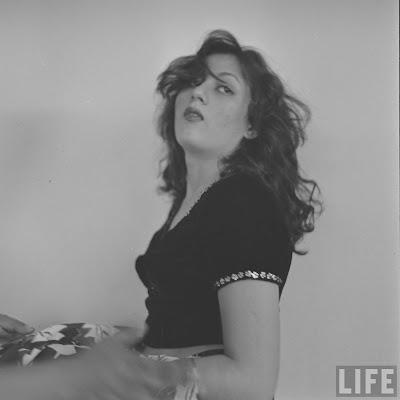 http://1.bp.blogspot.com/-XD9Run8TR-w/UUbclgUHWKI/AAAAAAAAECk/DDkToYOMGMo/s1600/actress-madhubala-rare-photos+(28).jpg